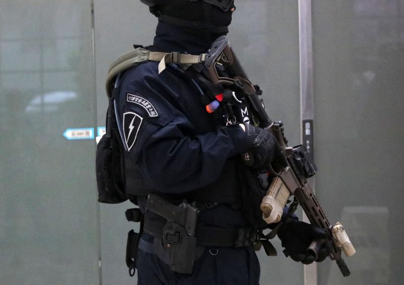 20210208-「除暴特勤隊」幹員配備步槍可是大有來頭,是單位新採購、美廠Daniel Defense的MK18近戰步槍特製版。(蘇仲泓攝)