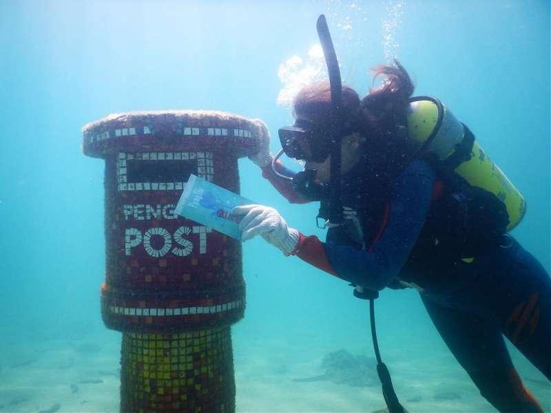 澎湖景點-海底郵筒。(圖/Tripbaa趣吧)
