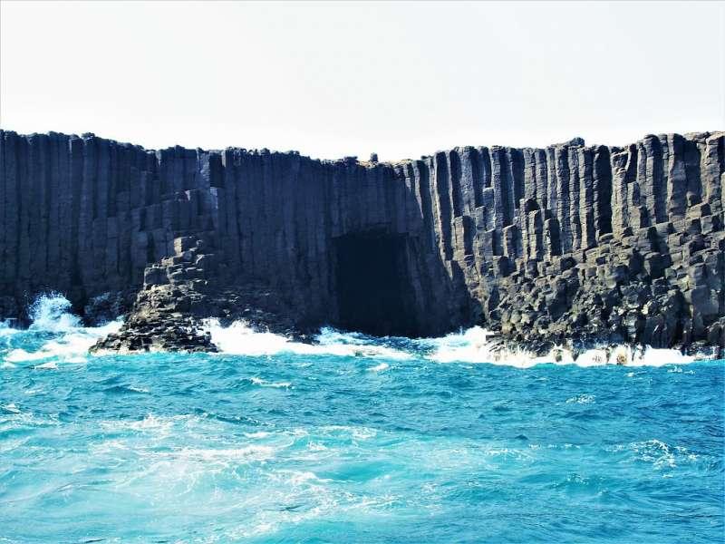 澎湖景點-藍洞。(圖/Tripbaa趣吧)