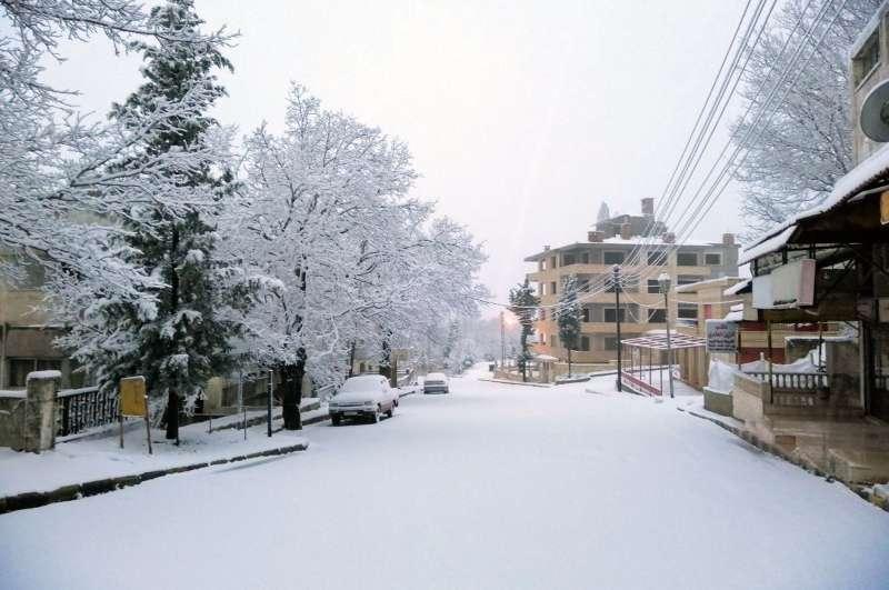 2021年2月,中東下起罕見大雪,圖為敘利亞觀光景點斯蘭法鎮。(AP)