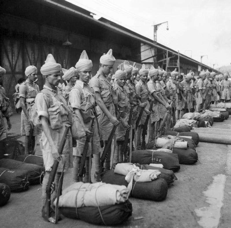1941年英屬印度士兵被派往新加坡。(維基百科公有領域)