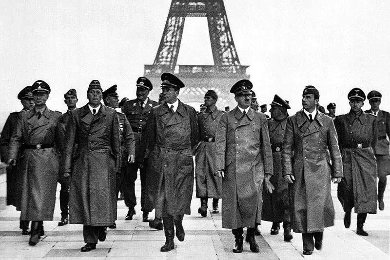 1940年6月23日,納粹德國領導人希特勒(Adolf Hitler)巡視被德軍攻佔的法國首都巴黎(Bundesarchiv, Bild 183-H28708@Wikipedia /  / CC BY-SA 3.0 DE)