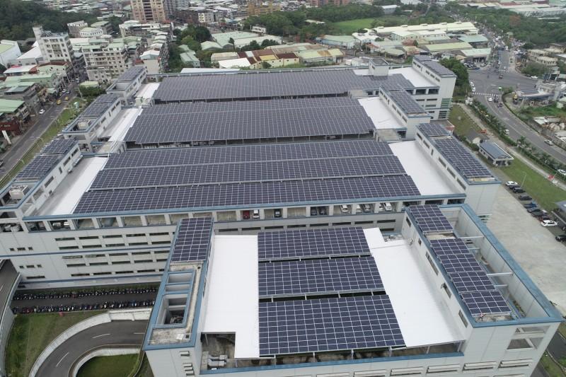 20210223-全球傳動科技股份有限公司設置之太陽能板。(新北市經發局提供)
