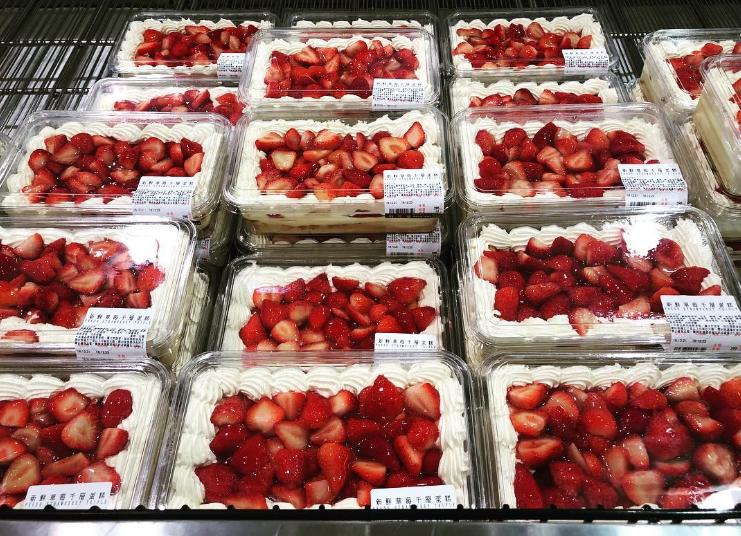 草莓蛋糕變得沒像之前一樣鬆軟好吃。(圖/取自sunnia_lu@instagram)