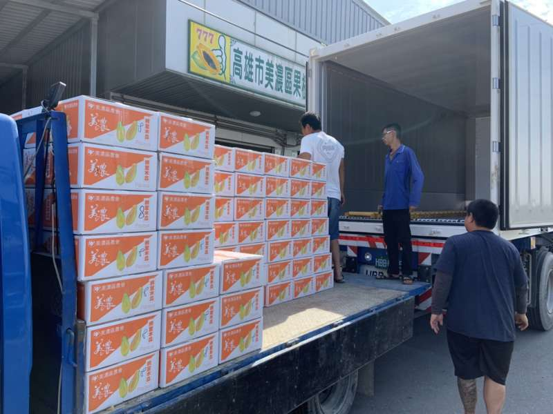 美濃區農會此次出貨360箱至香港,期望今年開春就能讓美濃農業蓬勃向上。(圖/徐炳文攝)