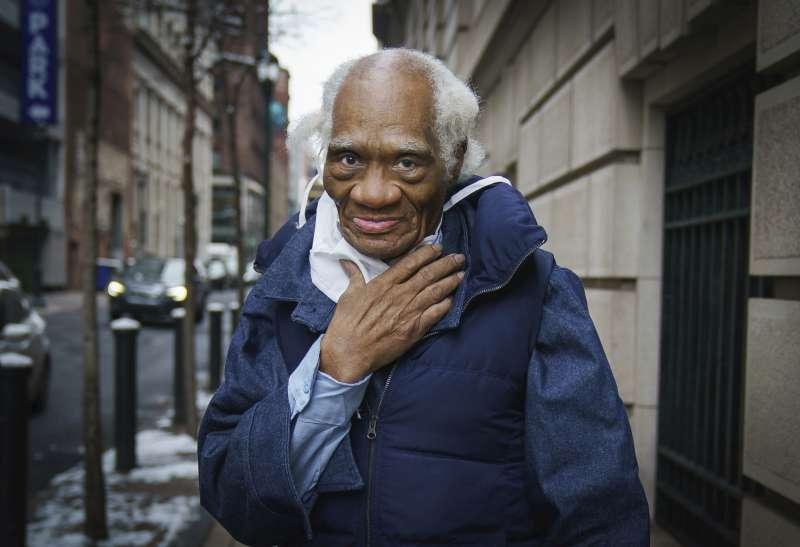 美國年紀最大、服刑最久的少年終身犯黎根2月出獄,揮別鐵窗生活68年,展開全新人生。(AP)