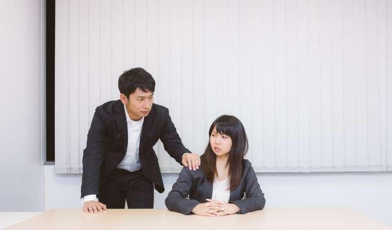 同事 上司 不悅 公司(圖/取自Pakutaso)