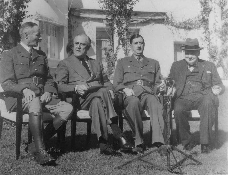 第二次世界大戰:1943年摩洛哥卡薩布蘭加會議,由右至左分別為英國首相邱吉爾、自由法國領袖戴高樂、美國總統羅斯福(Public Domain)