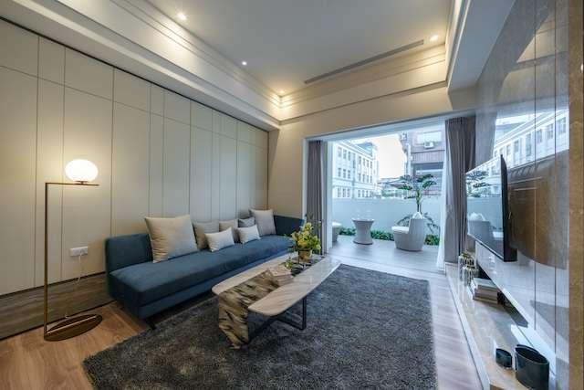 「皇普摩天100」客廳居家設計。(圖/上揚國際提供)