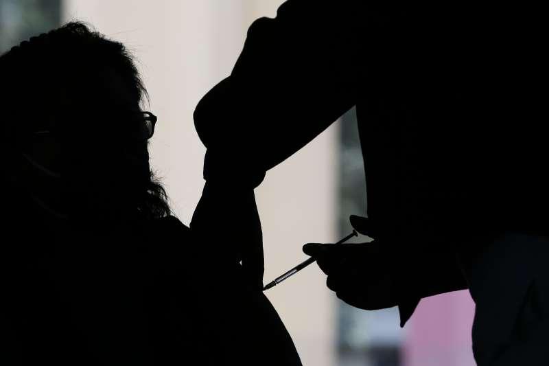新冠肺炎疫情:墨西哥開始為全民施打疫苗。(AP)