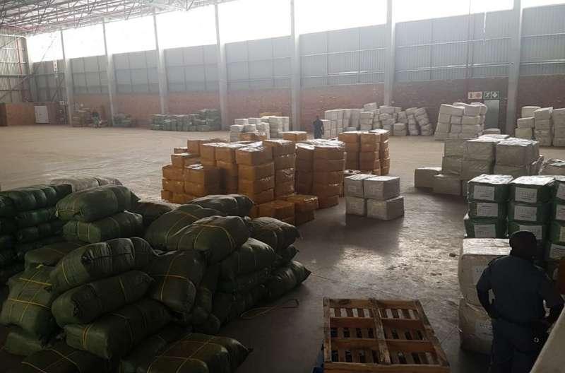 國際刑警組織指出,他們在南非約翰尼斯堡近郊一座倉庫內,破獲了相當於約2400劑的假疫苗(圖/取自國際刑警組織網頁interpol.int/en)