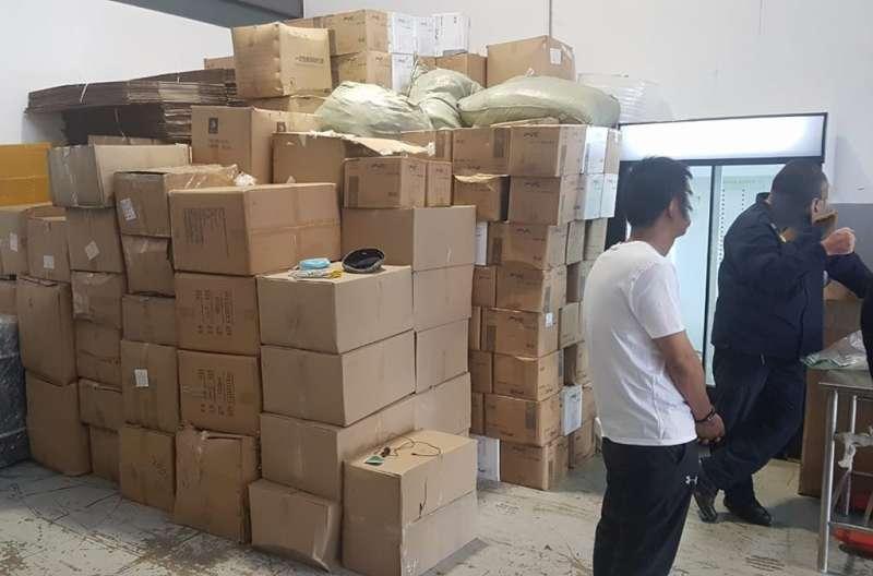 除了假疫苗,警方也在現場發現假口罩,並逮捕3名中國公民及1名尚比亞公民(圖/取自國際刑警組織網頁interpol.int/en)