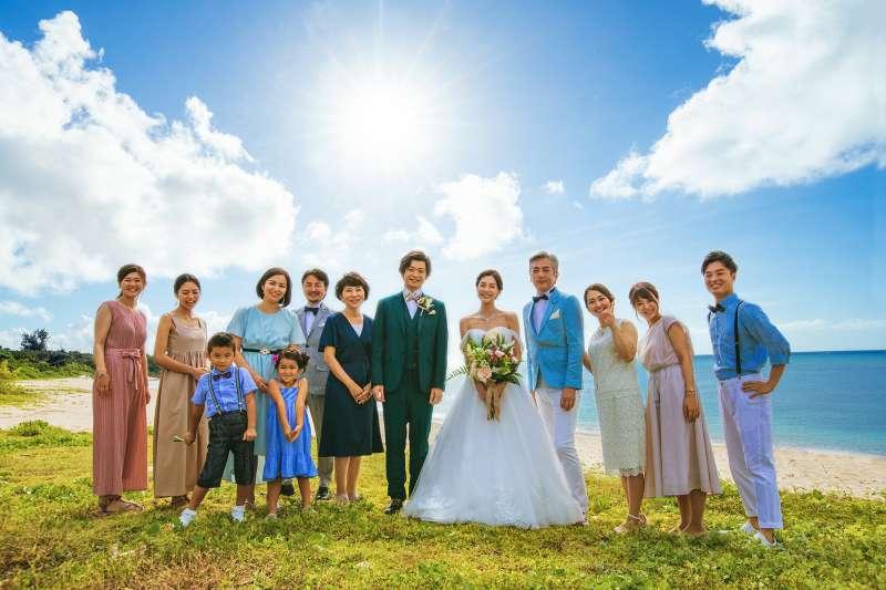 沖縄度假婚禮不但能讓新人在碧海藍天下舉行婚禮,同行親友也能同時感受到沖繩魅力。(圖/沖縄縣産業振興公社)
