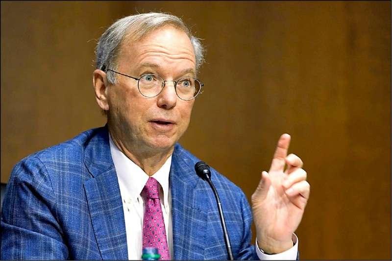前Google執行長施密特在美國會參議院軍事委員會聽證會上表示,台積電對美國的國家安全至關重要。(AP)