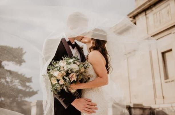 結婚原本是美滿的事情,但說到錢就麻煩。(圖/取自好房網)