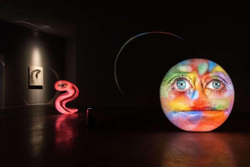 《黑盒-幻魅於形:湯尼・奧斯勒》展覽作品〈漫畫詭態〉(圖/高雄市立美術館提供)