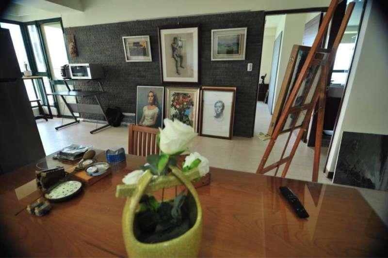 位於八里的畫室作品,都是江育誠這幾年的創作寶庫。(圖/江育誠提供)