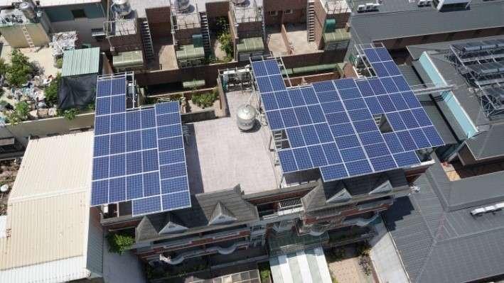為推動設置太陽光電設施,高雄市每一申請案最高補助金額達新臺幣20萬元。(圖/高雄市工務局提供)