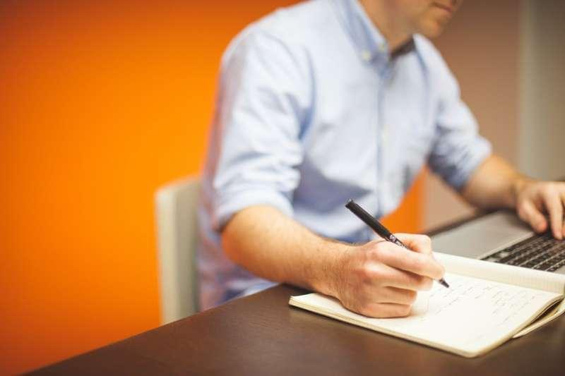 企業在面試人才時,人資最在意求職者過去的經歷。(圖/pixabay)