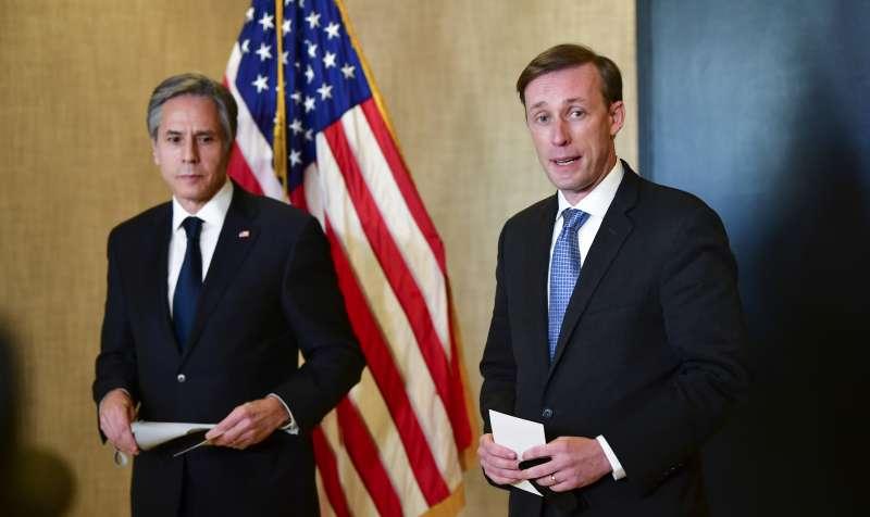 2021年3月19日,美中阿拉斯加會談結束,美國國務卿布林肯(左)與白宮國家安全顧問蘇利文發表談話(AP)