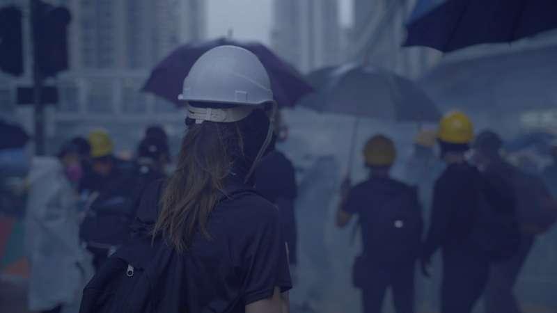 《未來房子》劇照,透過示威者與警察衝突的對比,凸顯香港空間問題。(TIDF提供)