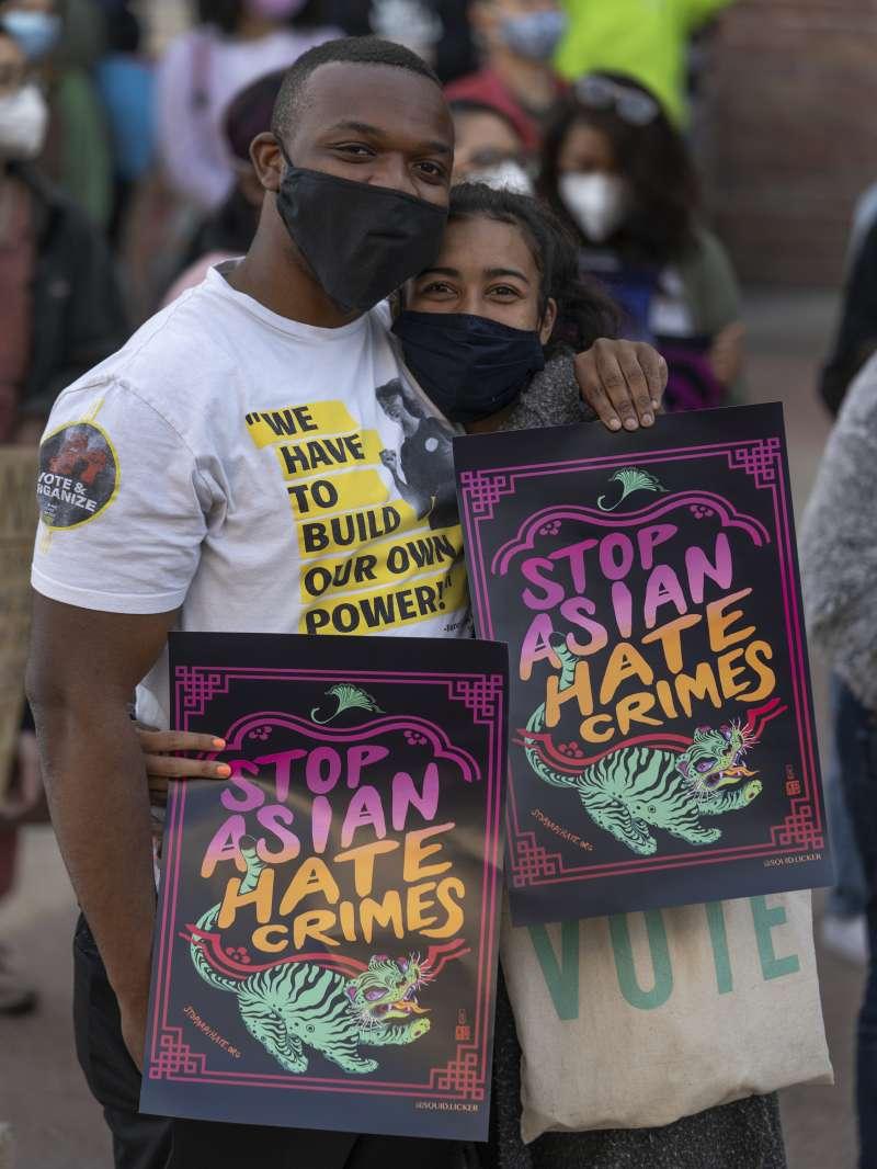 美國非裔參加反對亞裔仇恨犯罪活動(AP)