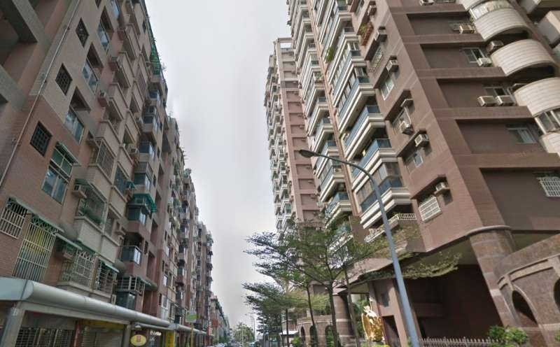 專家表示,買房並不是單純只買「房子」,舉凡社區標配的設施、管委會的好壞,甚至是鄰居的素質,都是重要指標。(圖/翻攝自Google maps)