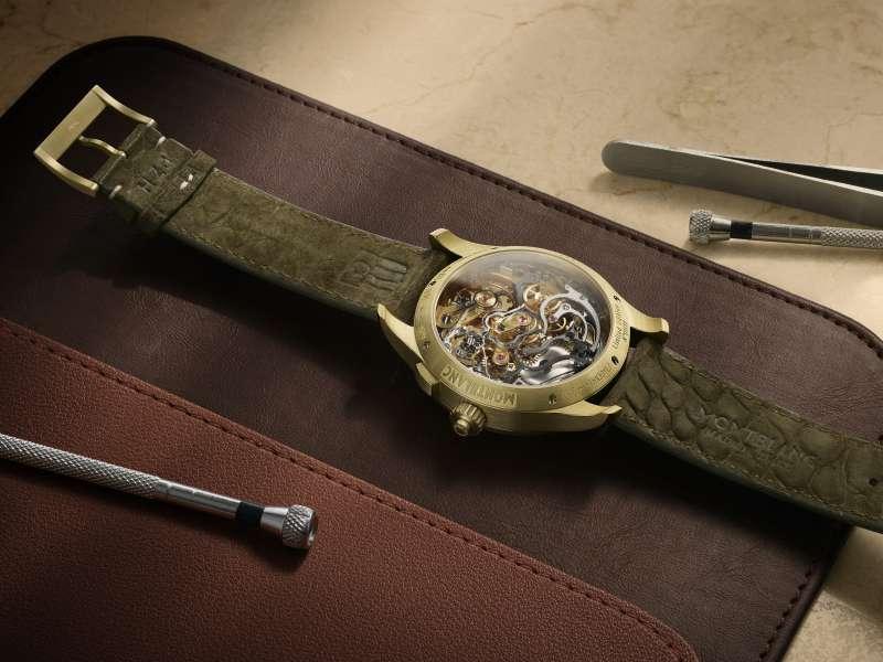 萬寶龍1858系列追針計時腕錶限量款18,背蓋可欣賞Minerva自製單按把計時機芯MB M16.31(圖/萬寶龍提供)