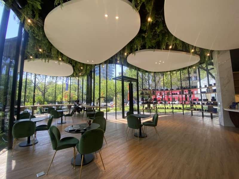 上揚國際建築團隊善用接待中心, 引進自家品牌「麟咖啡」打造網美咖啡廳。(圖/富比士地產王提供)