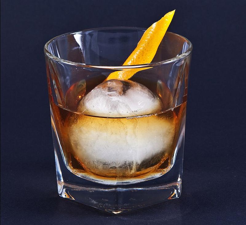 古典雞尾酒/Old Fashioned-不可或缺的老派經典(圖 / Erich Wagner@wikipedia)