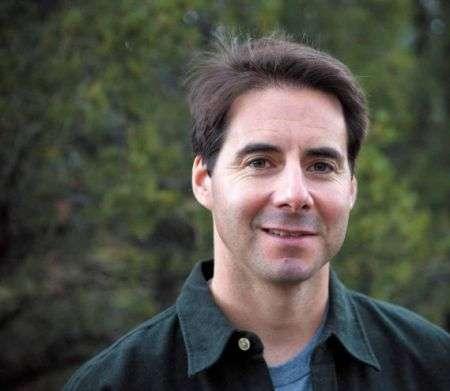 美國作家何偉(Peter Hessler)是非虛構寫作的翹楚,現在四川大學教導英文與創意寫作。(中國日報網)
