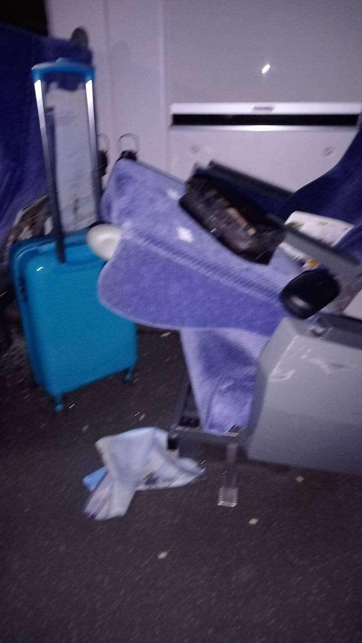 20210402-1名網友在台鐵408次太魯閣號發生出軌事故後,於臉書社團「台東大小事」回報車內狀況。(取自台東大小事)
