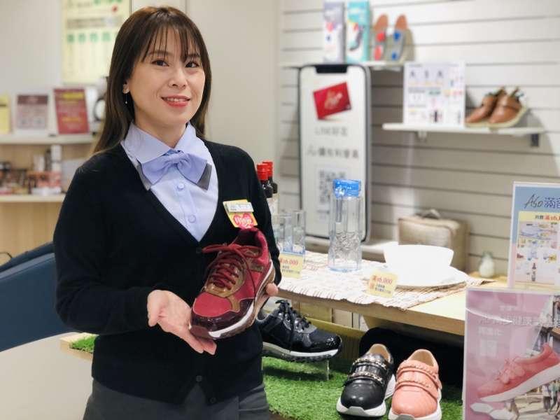 足部保健達人葉小芳提醒,不同的運動場地的路面特性迥異,適用的鞋款也大不相同。