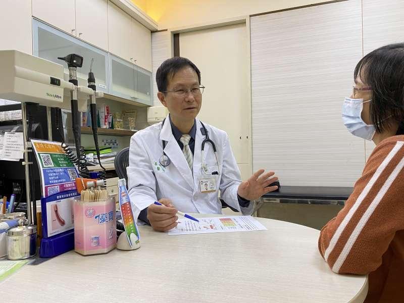 姜博文醫師呼籲桃竹苗地區40歲以上民眾及高風險族群,及早「全篩、全檢、全治」,降低未來罹患肝硬化、肝癌或其他肝外病變的風險。