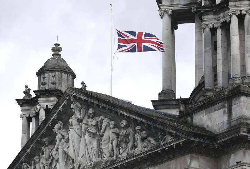 英國女王的丈夫菲利普親王辭世,大英國協全數降半旗哀悼。(AP)