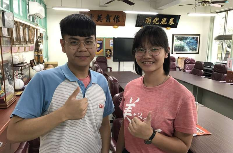 阮少逸與杜芝均來自於屏東來義鄉的排灣族,成績優異。(作者提供)