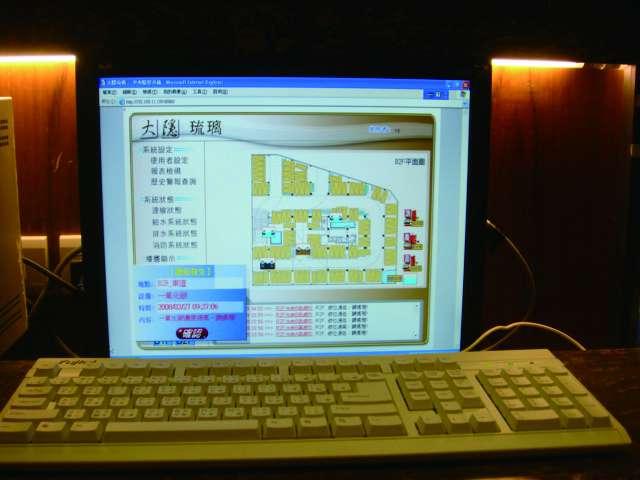 電腦圖控建築自動化,網路監控水文資訊。(林喬慧攝)