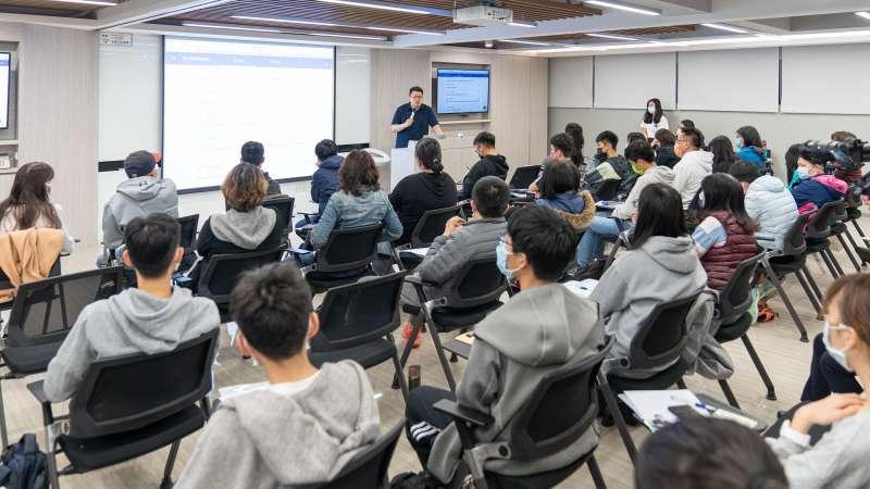 Snapask時課問也曾邀請台大外文系副教授黃山耘舉辦學習歷程檔案講座,釐清學習歷程概念與撰寫技巧。