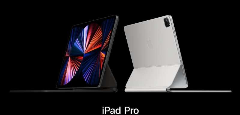 換裝M1晶片的iPad Pro與白色新款巧控鍵盤。(翻攝蘋果官網)
