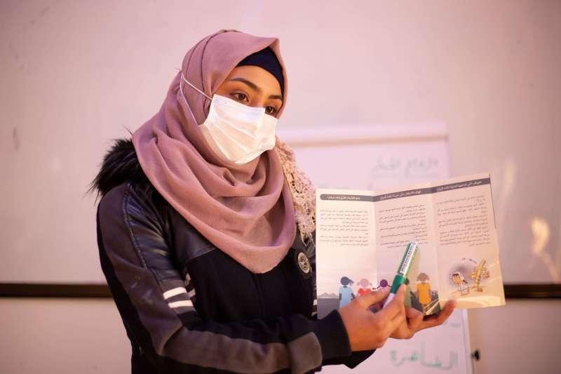18歲的法蒂瑪(Fatima)是2011年內戰剛爆發的首批難民,4年前母親為了生活強迫她與表兄弟結婚。世展會透過心理支持和教育資源幫助她走出陰霾。(圖/台灣世界展望會)