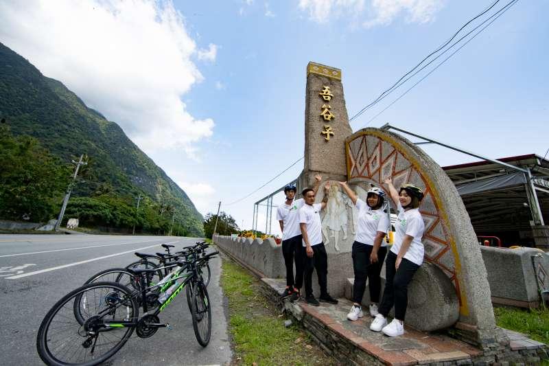 台泥DAKA在4月22日世界地球日推出和平低碳單車遊,協助工廠周邊部落發展生態觀光。(台泥提供)