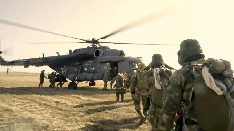 2021年4月,俄羅斯以軍演威脅烏克蘭,這是其特種部隊(AP)