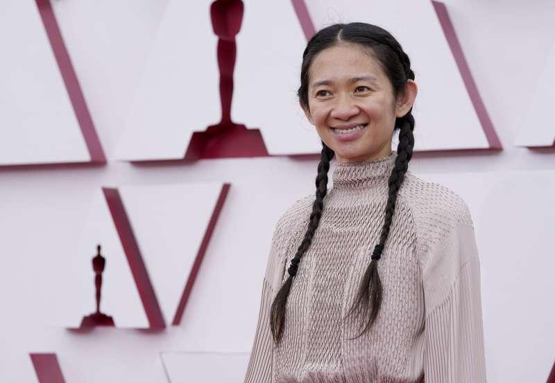 第93屆奧斯卡獎紅毯:入圍最佳導演、最佳改編劇本、最佳剪輯的《遊牧人生》華裔女導演趙婷。(AP)