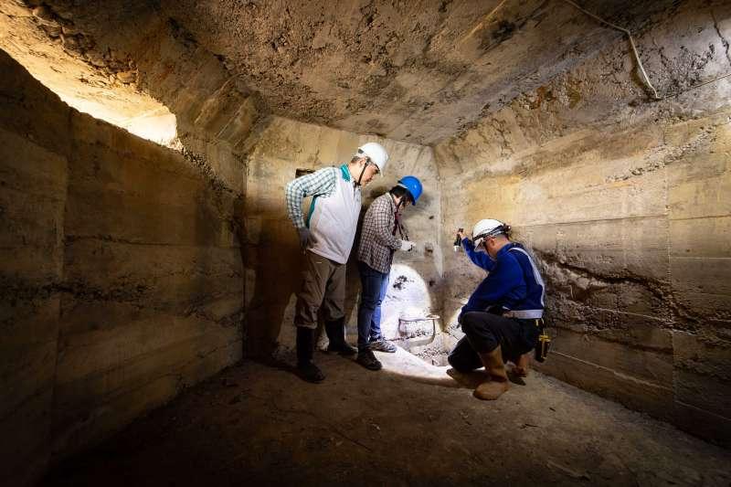 林思玲教授與生利能源團隊探勘石頭營坑道的安全性問題。