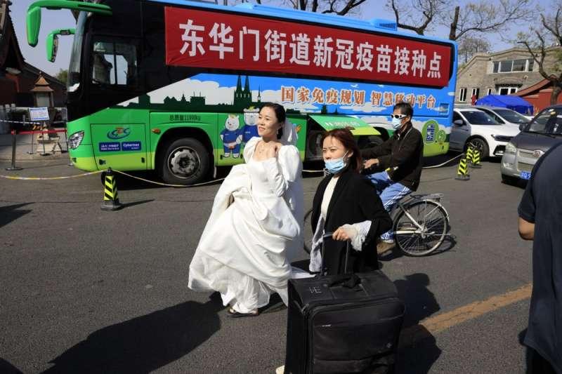 中國婚姻、結婚、婚紗。(AP)