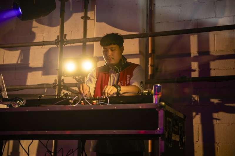 隨著DJ音樂放送,輕鬆搖擺。(圖片提供:RED BULL)