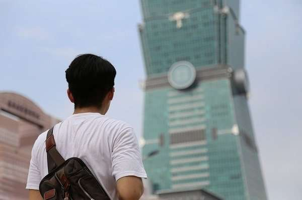 全台房價居高不下,在台北想買房得不吃不喝近16年。(圖/Pixabay)