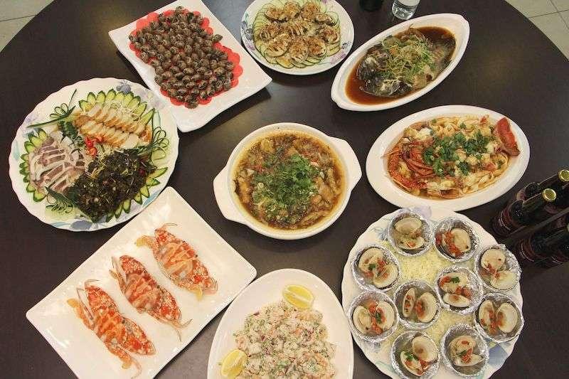 五月份特價海鮮桌菜。(圖/新北市農業局提供)