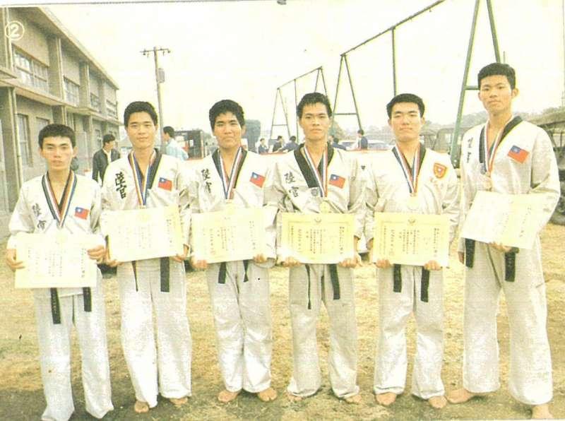 昔日陸軍官校跆拳道代表隊在國軍體能戰技運動大會及大專運動會上戰績輝煌。(謝靜華提供)