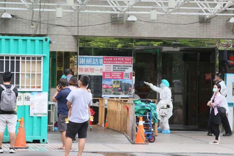 20210517-新北市亞東醫院17日爆7人確診。(柯承惠攝)